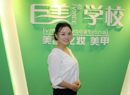成都美容学校的美容导师毕业生刘婷