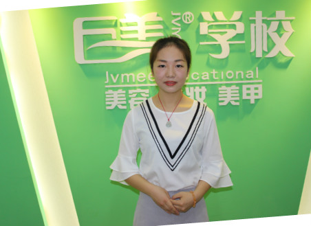 成都美容学校的美容导师梁维
