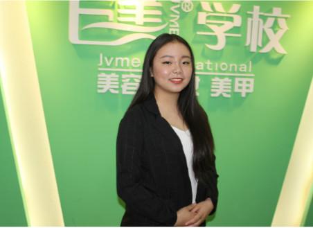 成都美容学校的美容导师郝龙霞