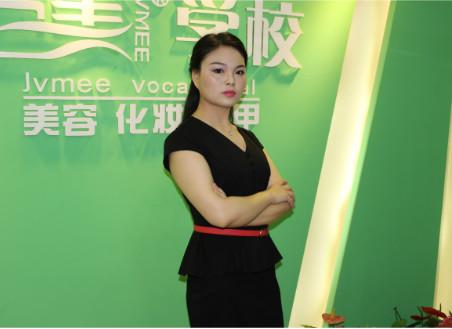 成都巨美美容化妆学校的美容导师汤荣华