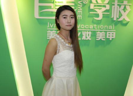 成都美容学校的美容导师学员杨晓敏