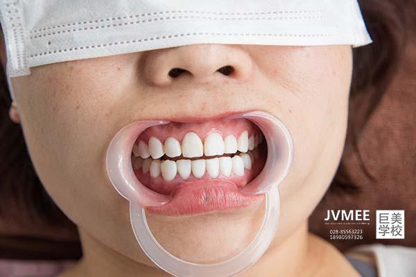大学毕业可以学瓷贴面美牙吗