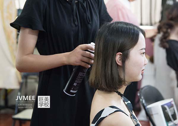 女生学化妆就业前景如何