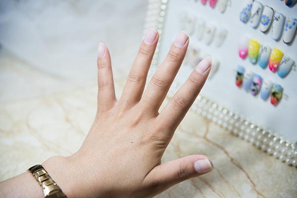 手抖的人适合学美甲吗