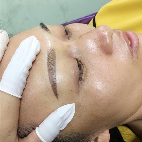 纹眉时如何把眉毛做得自然