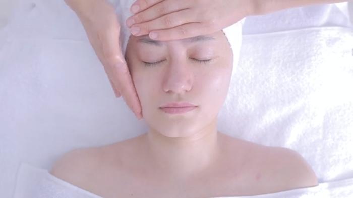 美容院的做脸手法视频