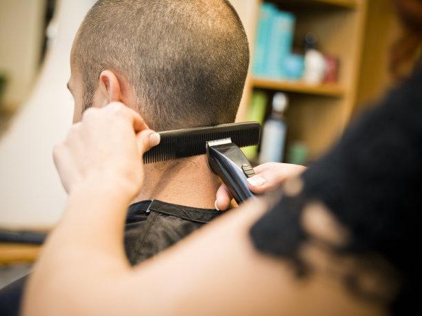 去店里学美发能学出来吗
