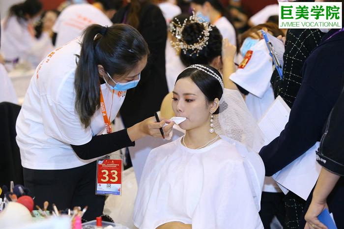 男生学化妆|哪家化妆师培训机构好