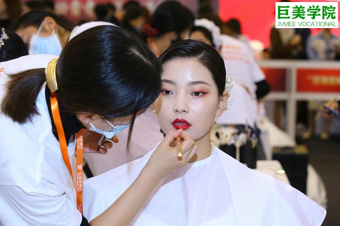 化妆初学者怎么学比较好