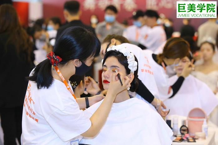 年龄大的手残党学化妆能学会吗