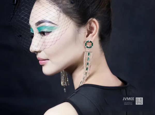 2021年甘孜州化妆培训学费多少钱