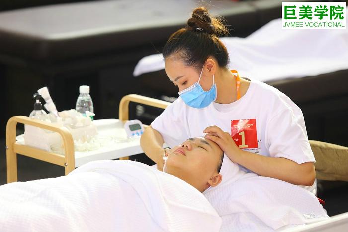 护士转行做美容师怎么样