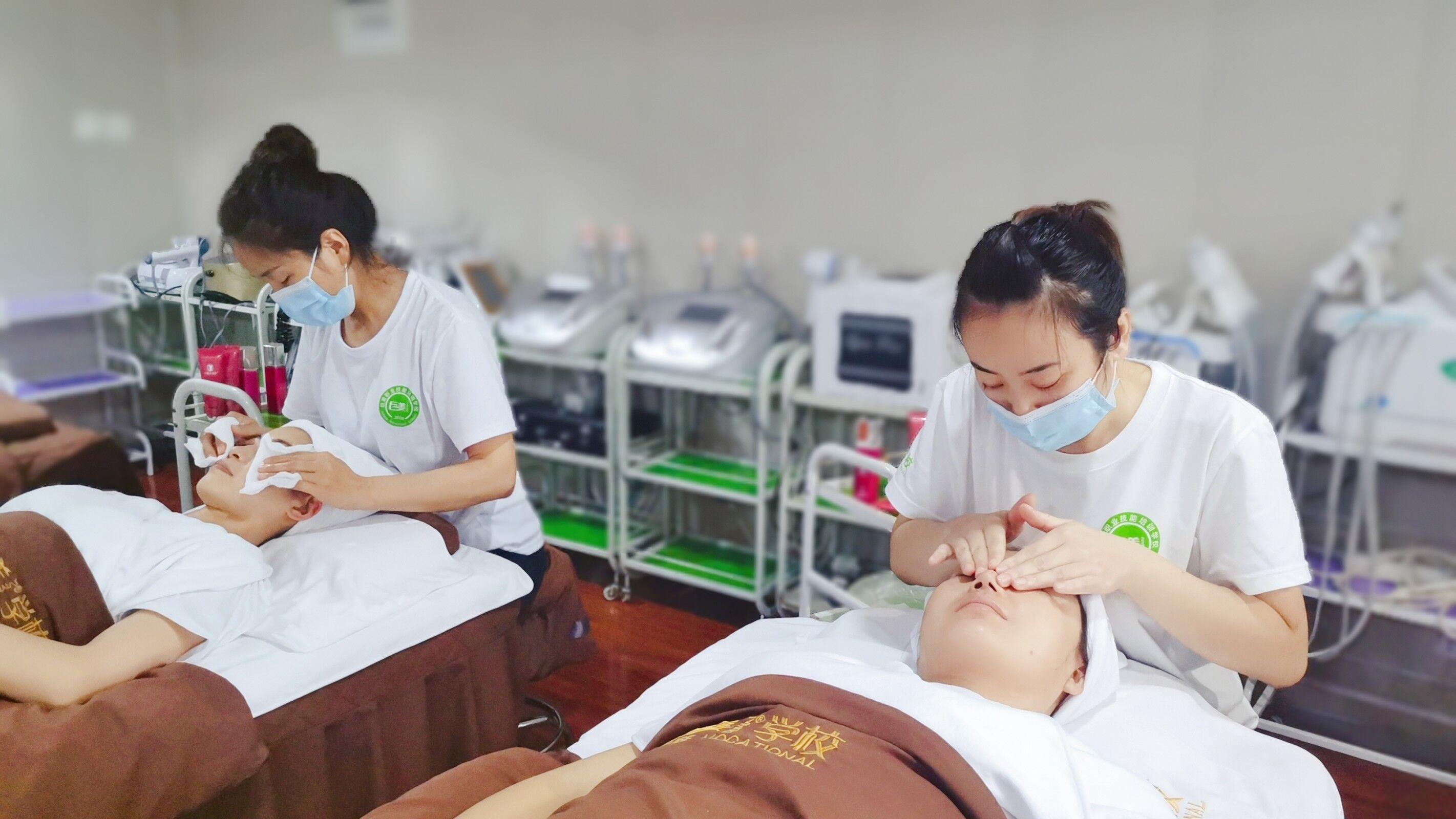 成都皮肤管理培训需要多少钱(成都多少钱可以学会皮肤管理)