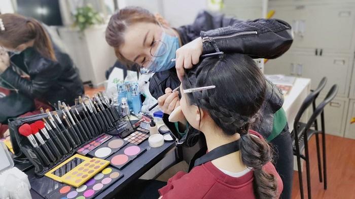 达州化妆培训哪家学校好(达州有没有学化妆的学校)