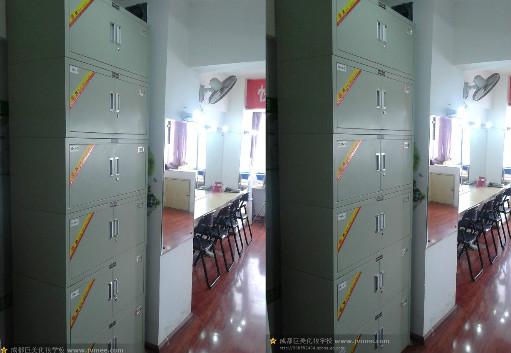 成都化妆学校的储物柜